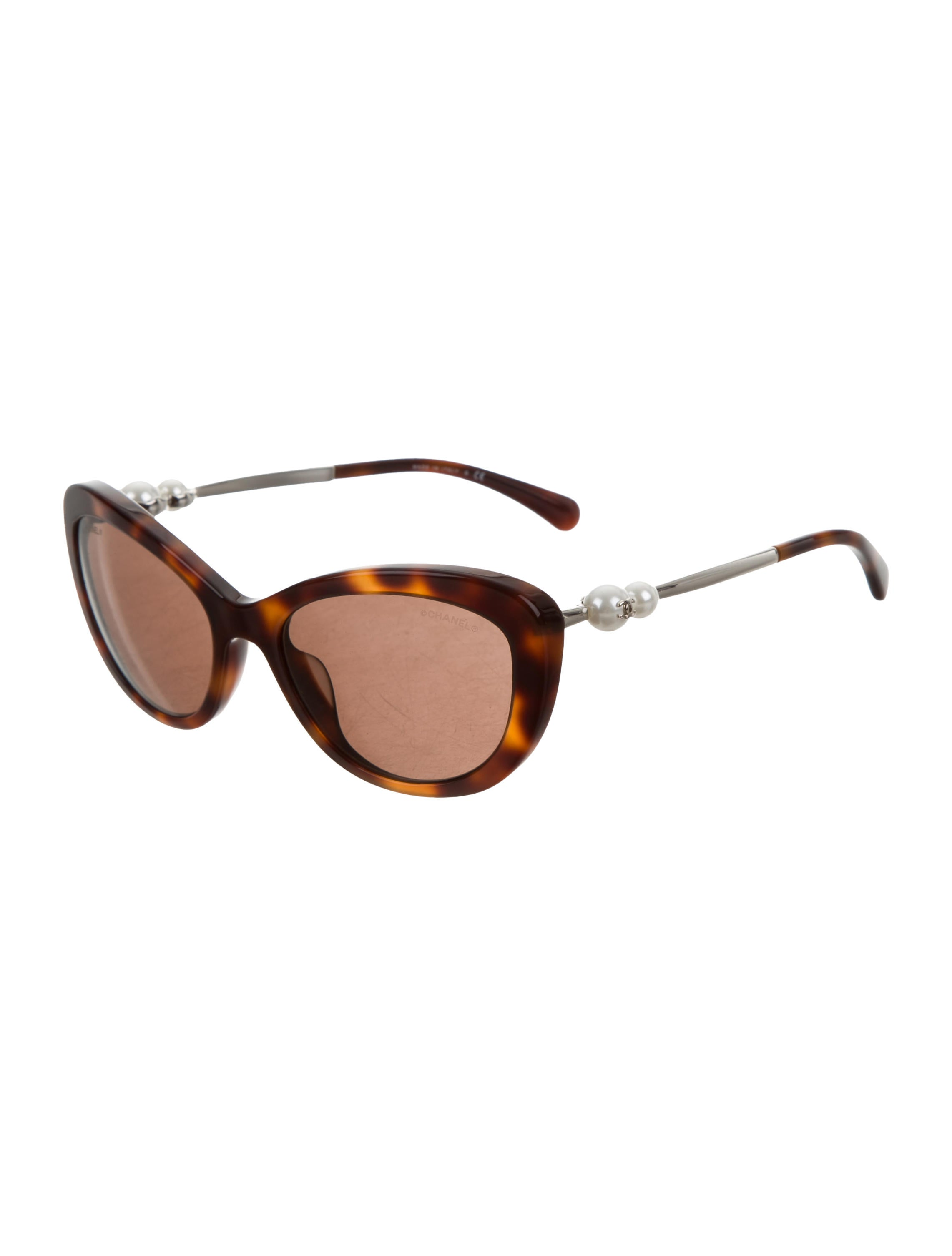 5175665bf2b1e Chanel Sunglasses With Pearls On The Side
