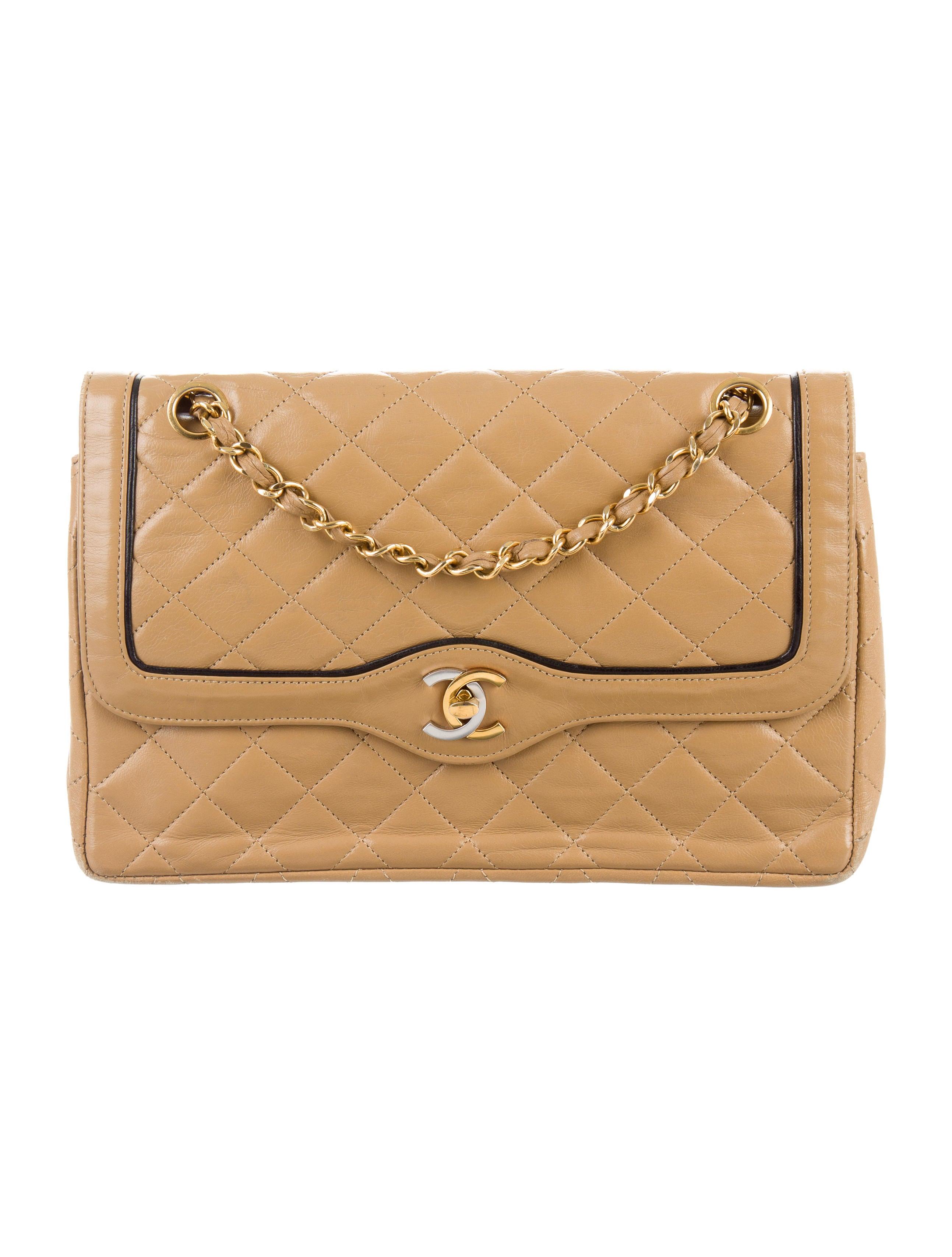 Chanel Väskor Vintage : Chanel vintage flap bag handbags cha the realreal