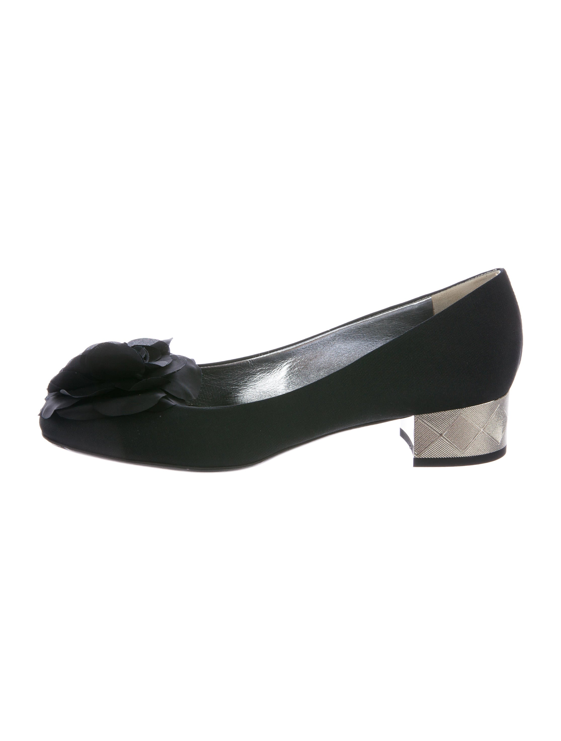c0c36ebf60d Chanel Woven Camellia Pumps w  Tags - Shoes - CHA203788