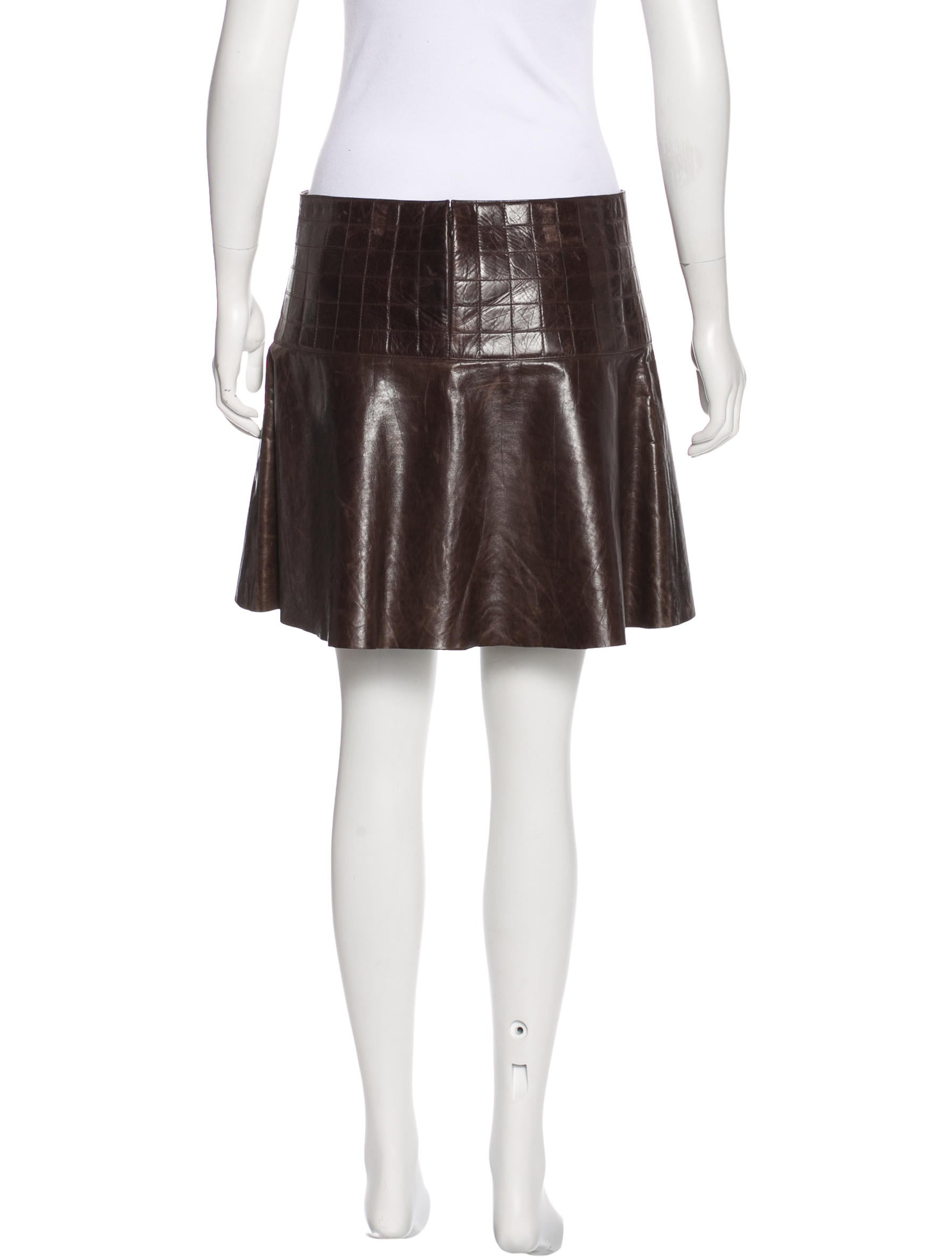 Discover women's leather skirts with ASOS. Shop for leather skirts & suede skirts and all skirt styles at ASOS.