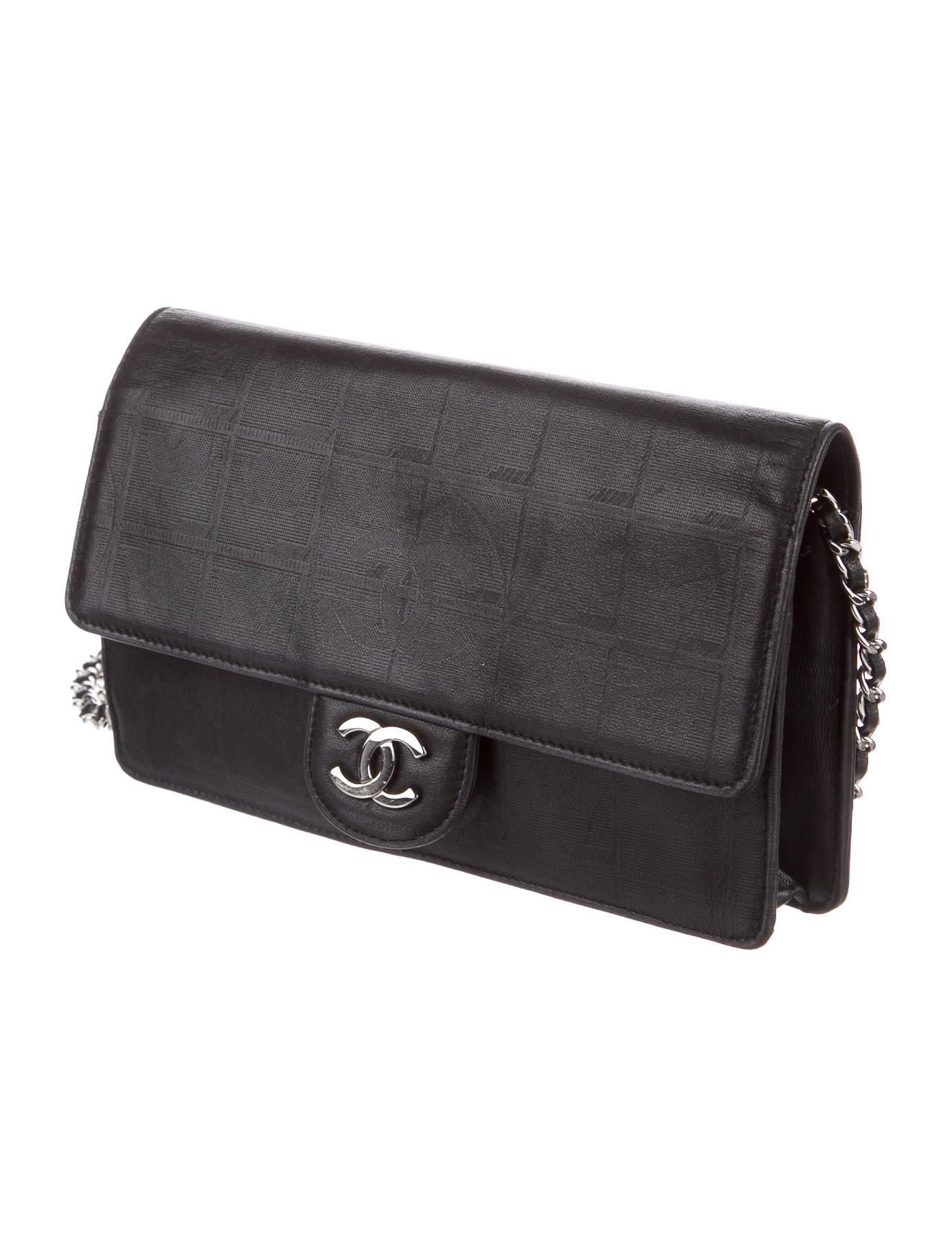 fd456f42cba2 Chanel Travel Ligne Wallet On Chain - Handbags - CHA210598 .