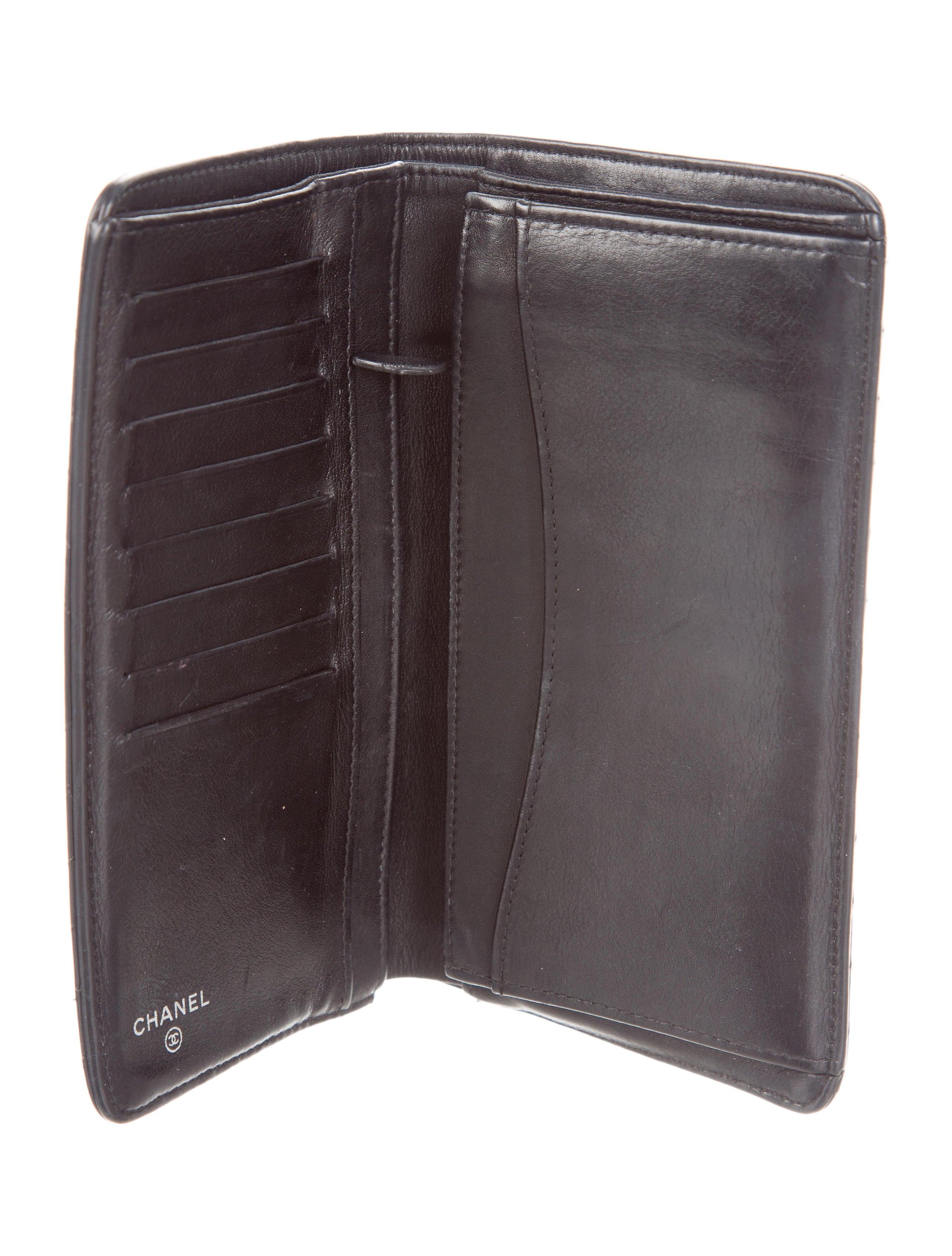 91a1d65e1995 Chanel Chevron Yen Wallet - Accessories - CHA214721 | The RealReal
