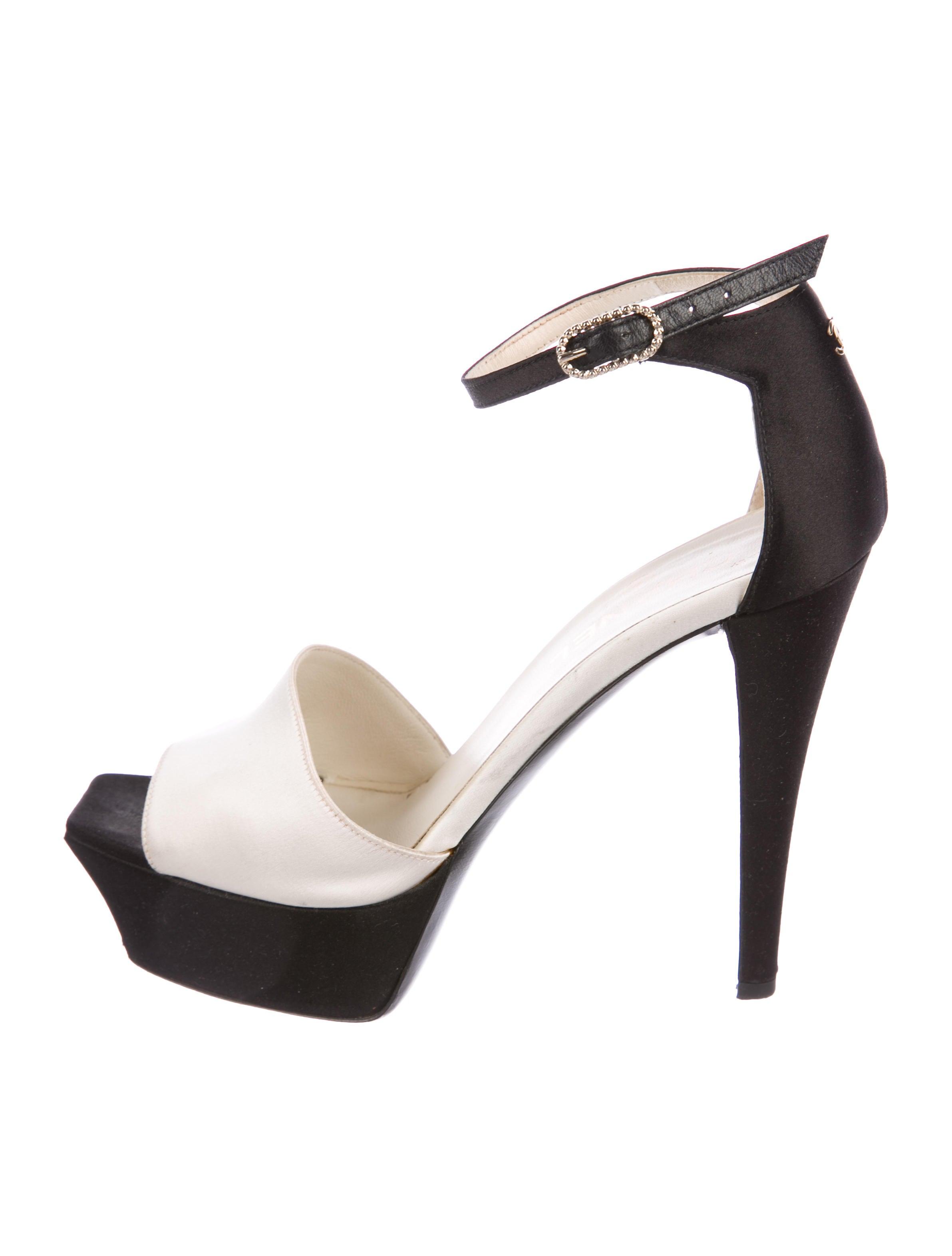 b4ce3275d8a Chanel CC Patent Platform Sandals - Shoes - CHA242152