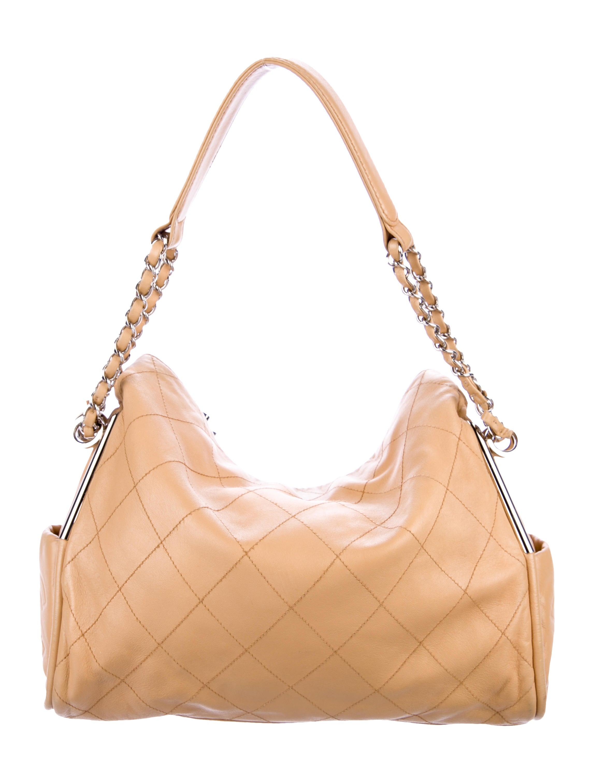 dad47ff4be23 Chanel Ultimate Soft Medium Tote - Handbags - CHA271200 | The RealReal