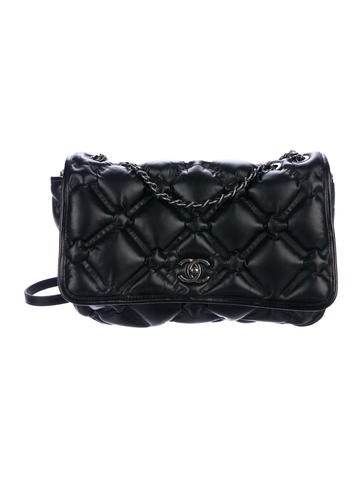 Chanel Handbags   The RealReal 0b07a3014c18