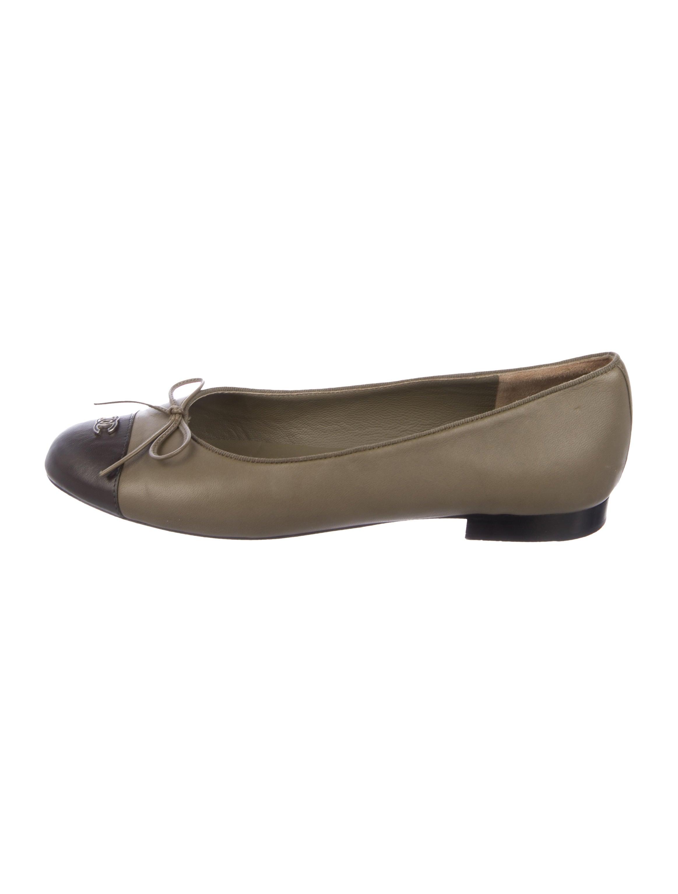 Chanel Leather CC Cap-Toe Flats - Shoes - CHA332883  642efae813456
