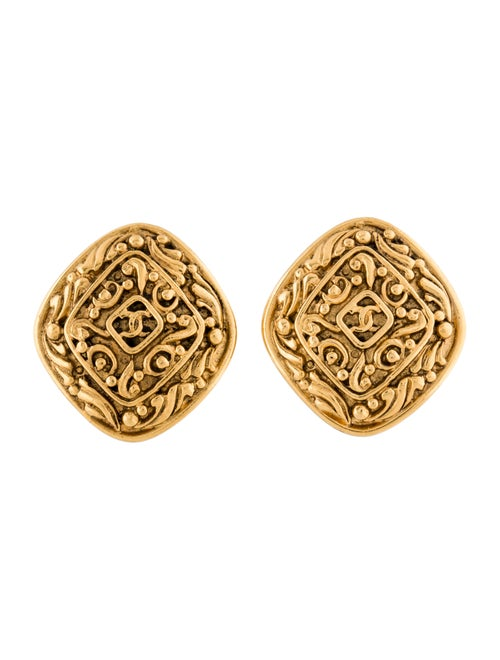 Chanel Vintage CC Clip-On Earrings Gold