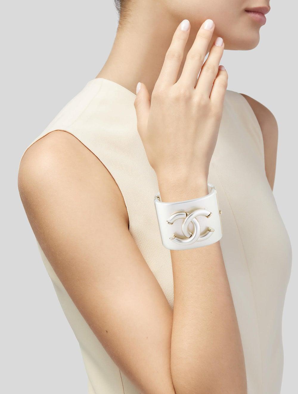 Chanel Resin CC Bracelet Gold - image 2
