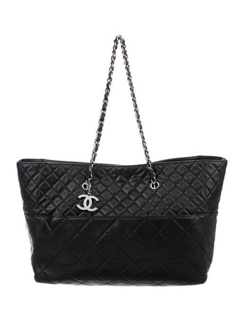 Chanel In The Business Tote Black
