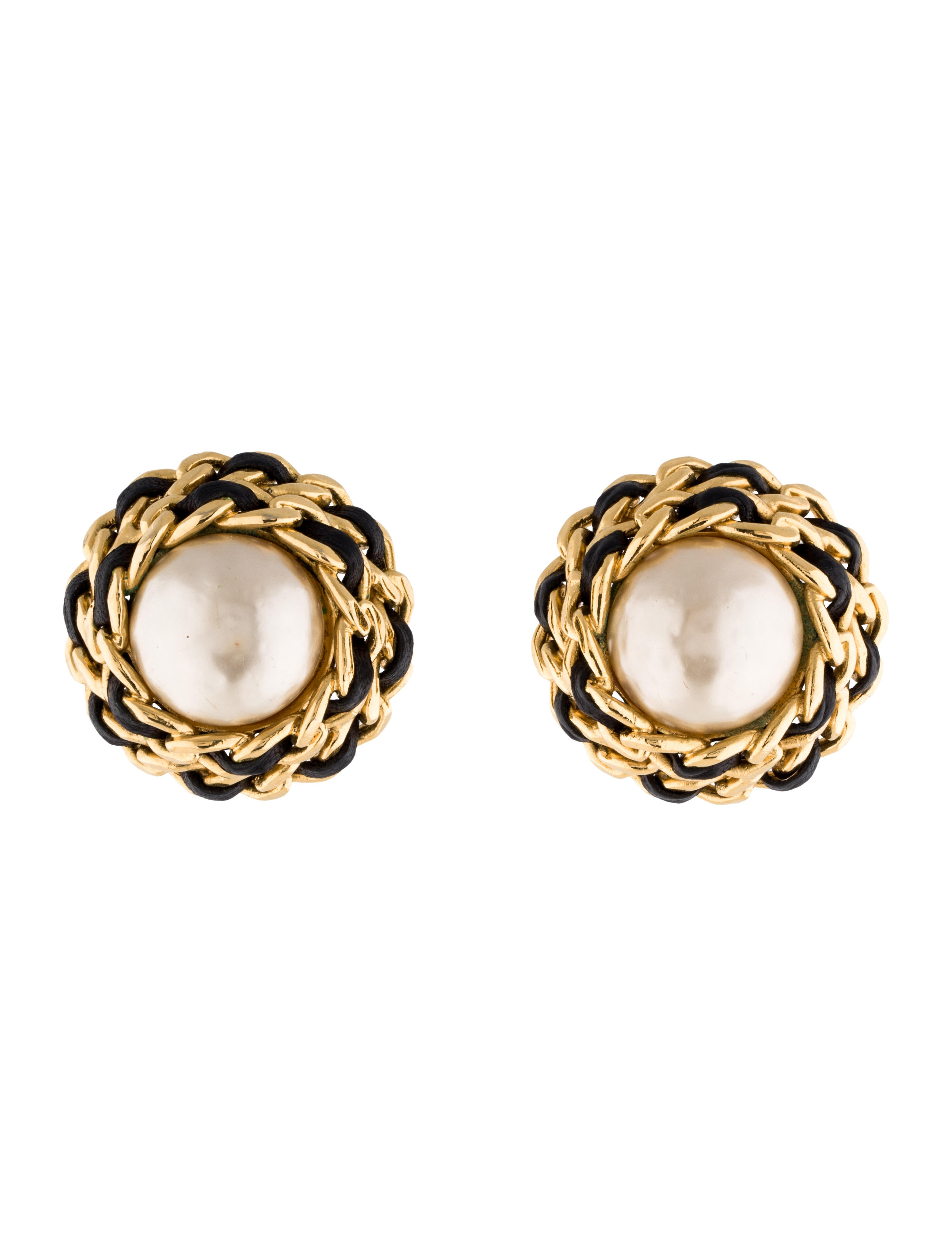 chanel faux pearl stud earrings earrings cha98642. Black Bedroom Furniture Sets. Home Design Ideas