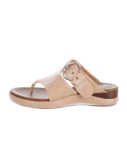 Chloé Embossed Thong Sandals Nude