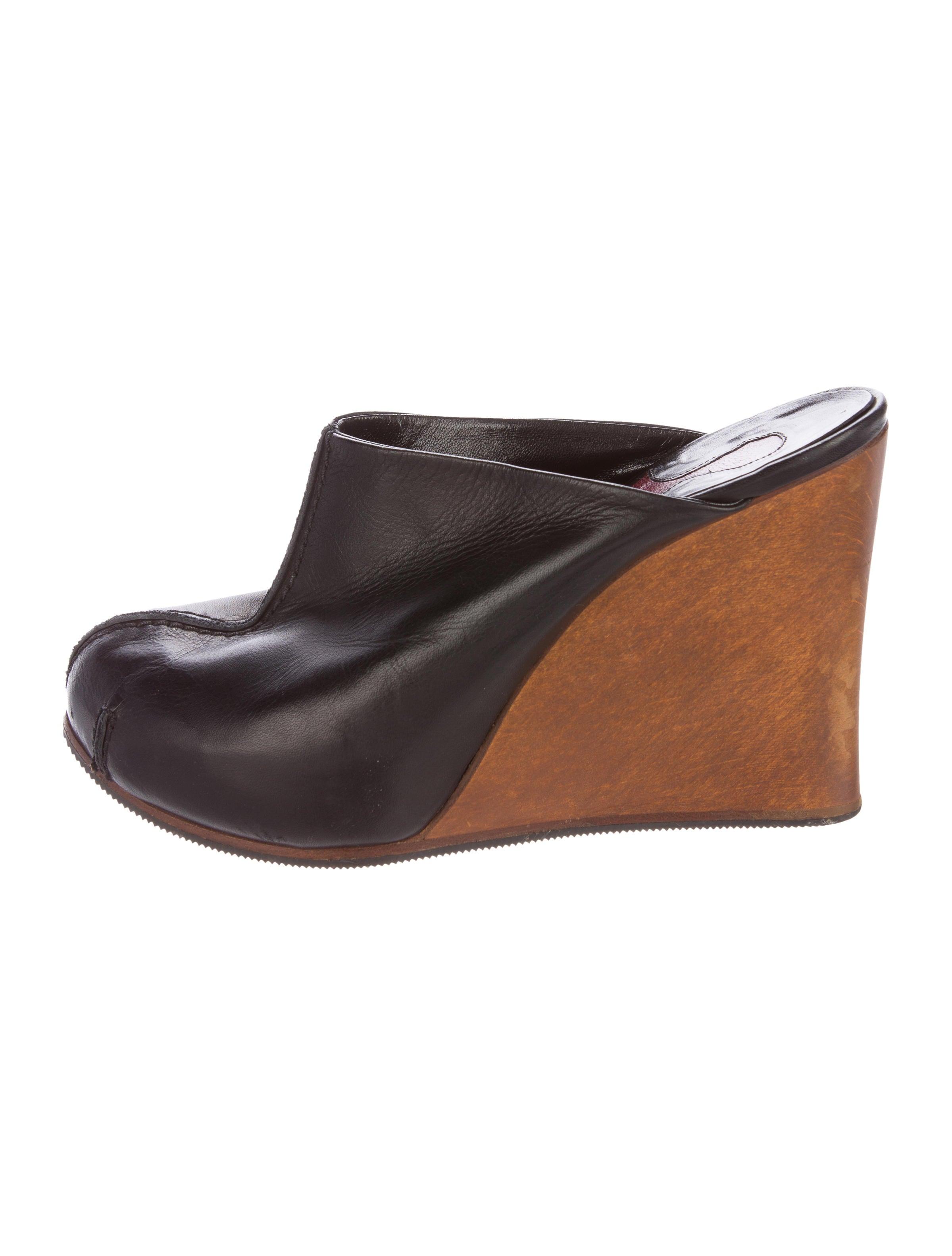 Mens Leather Mules - results from brands Bella Vita, Steve Madden, Brinley, products like Kristin Cavallari - Capri Mule (Gold Leather) Women's Slip on Shoes, Easy Spirit Travelport 19 Clogs Natural, Men's Drew Jackson Mule.