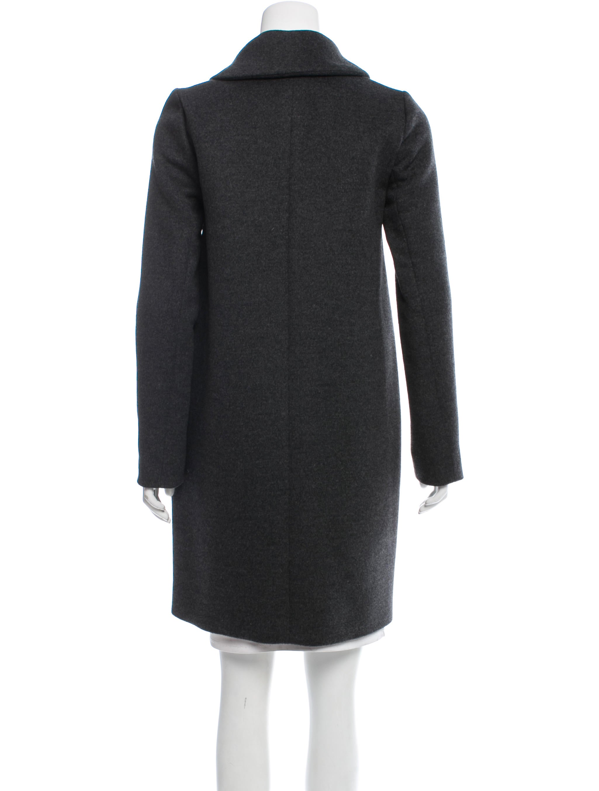 This beautiful boiled wool blazer offers a polished and pulled together way to stay cozy and warm this season. The tailored silhouette is figure flattering, but also eases over all of your favorite tops from tunics and tees to blouses and sweaters.