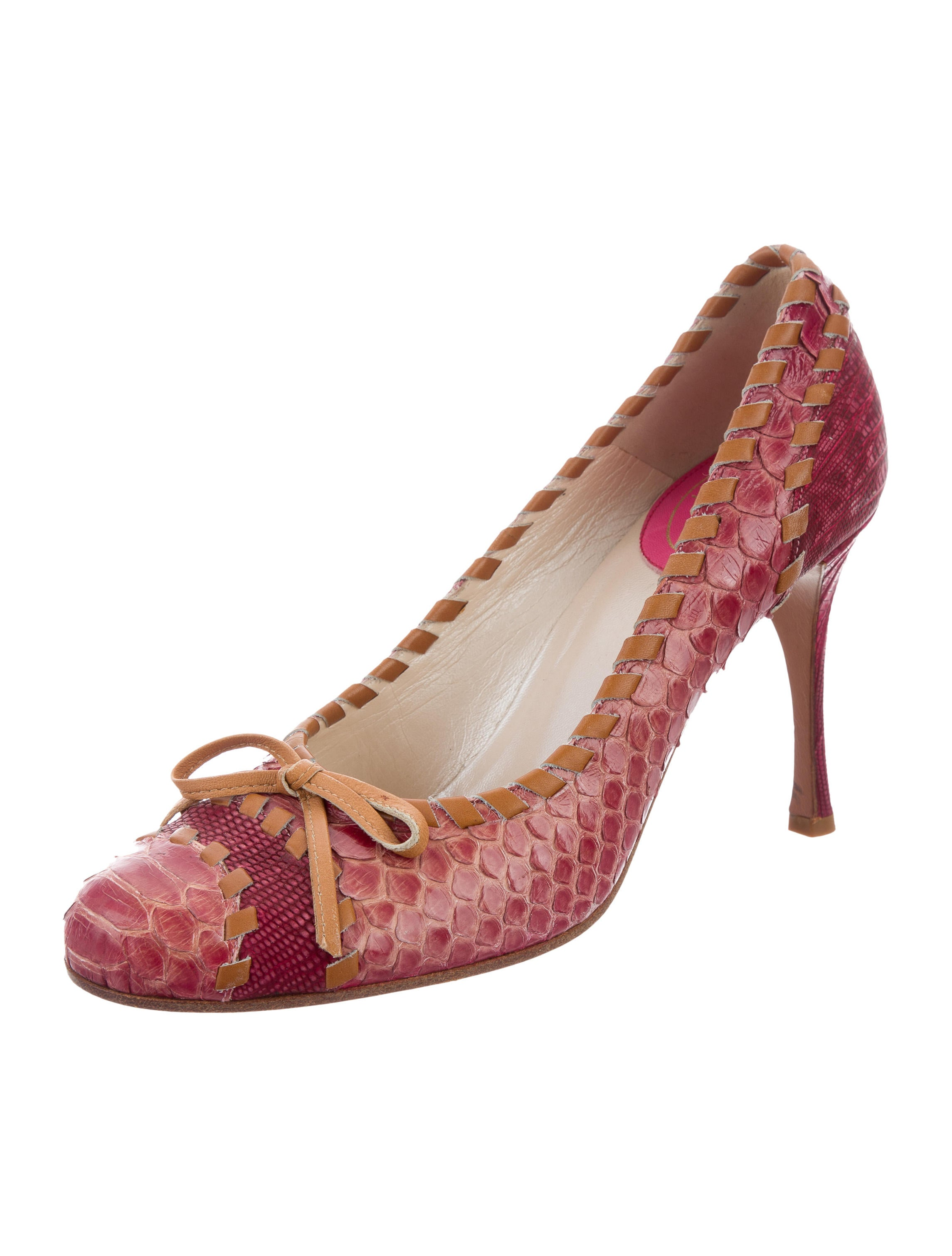 weston under lizard single christian girls Find this pin and more on gardens & parkland by westonparkhouse weston park is a country house in weston-under-lizard christian louboutin ivory illusion.