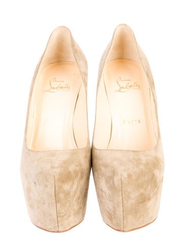 Daffy Pumps