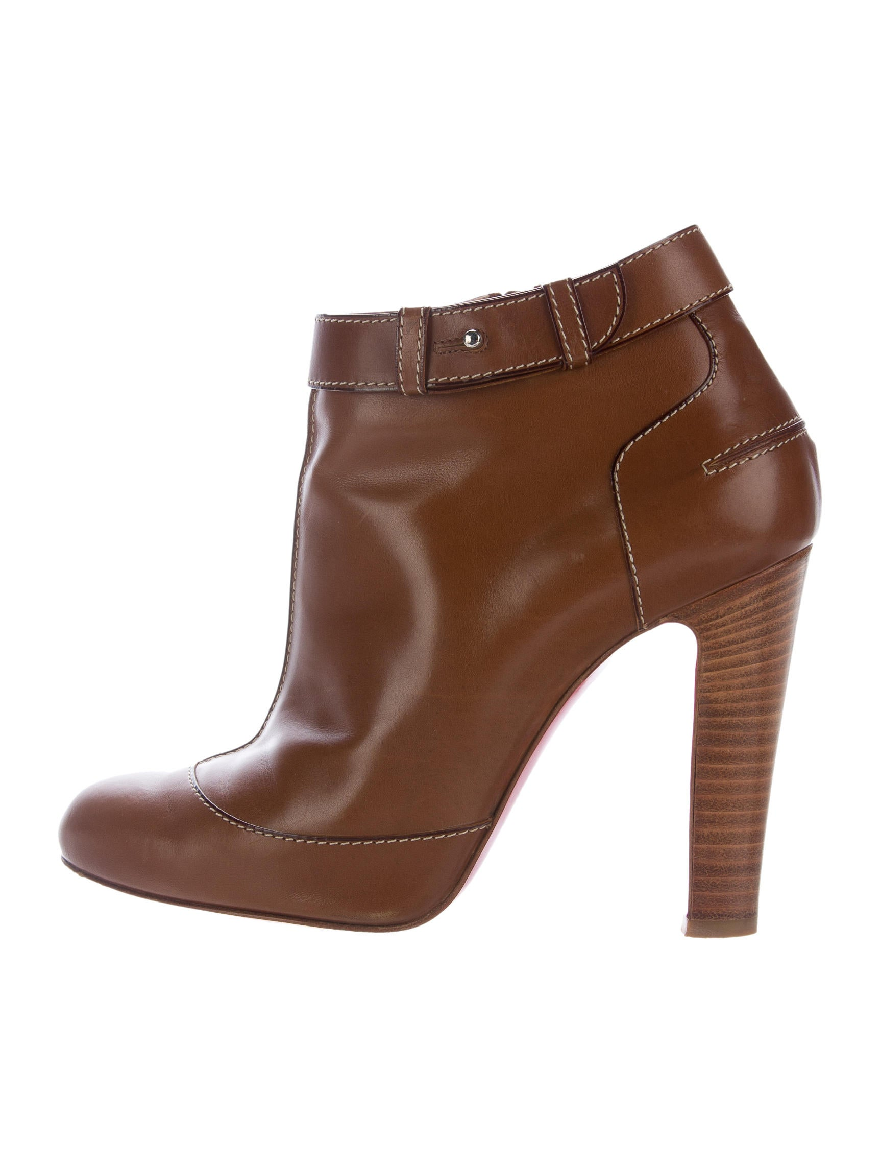 Shop from a variety of luxury leather boots featuring platforms, biker boots, ankle and riding boots. Discover the range of women's boots from Burberry. Shop from a variety of luxury leather boots featuring platforms, biker boots, ankle and riding boots.