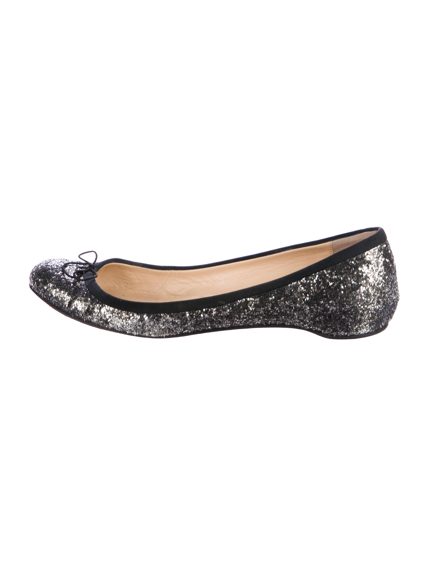 Walk in comfort in these classic casual slip on ballet flats, featuring a pointed toe, contrast stitching, a slightly padded thick er sole for extra comfort, and an approximate inch heel. Style fits true to size.