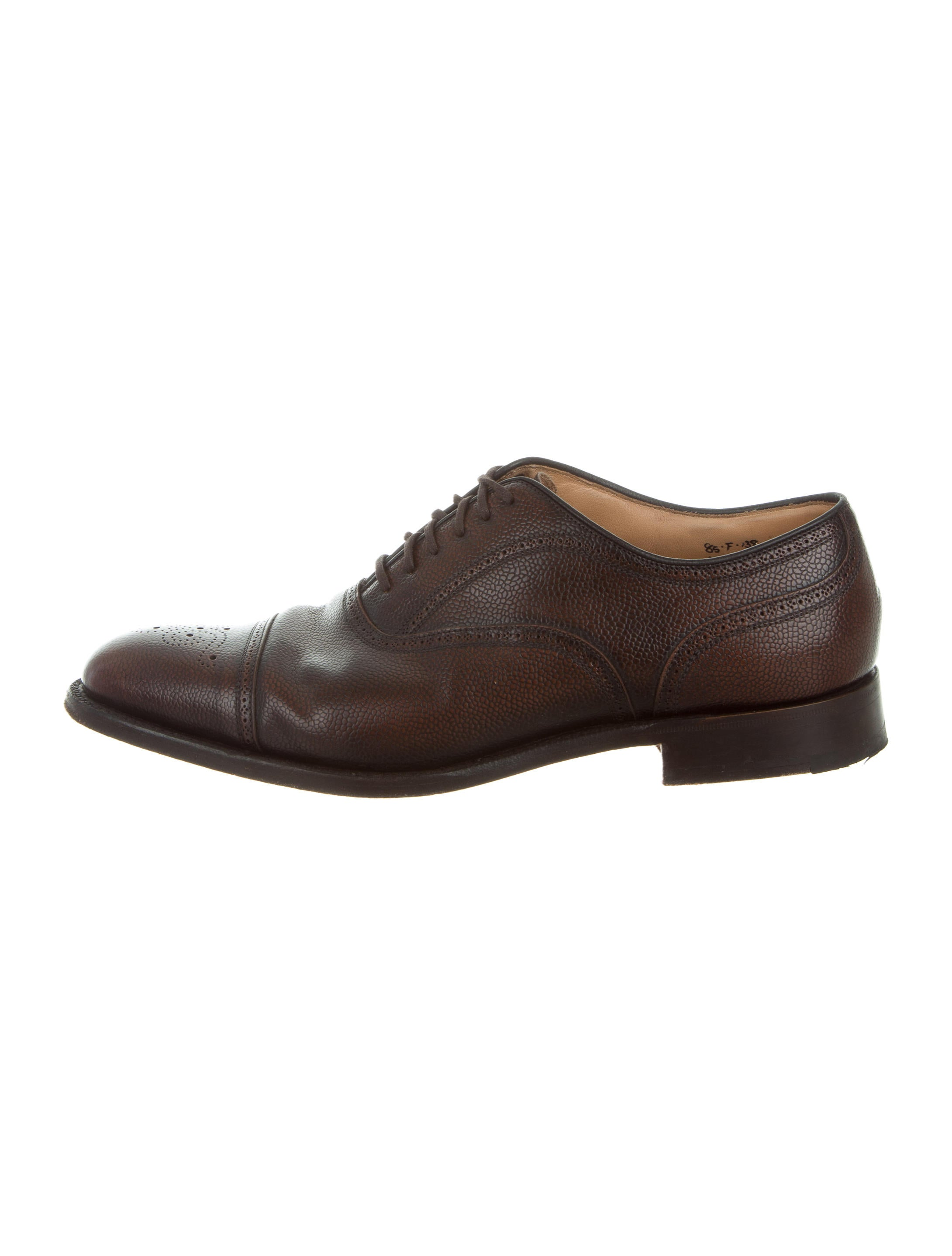 All Oxford shoes share these essential features, and although most have the eyelets on the quarter, a wholecut or seamless Oxford are the exceptions. Types of Oxfords. Oxfords are not always Brogues though they sometimes are and Brogues are not always Oxfords though some of them can be.