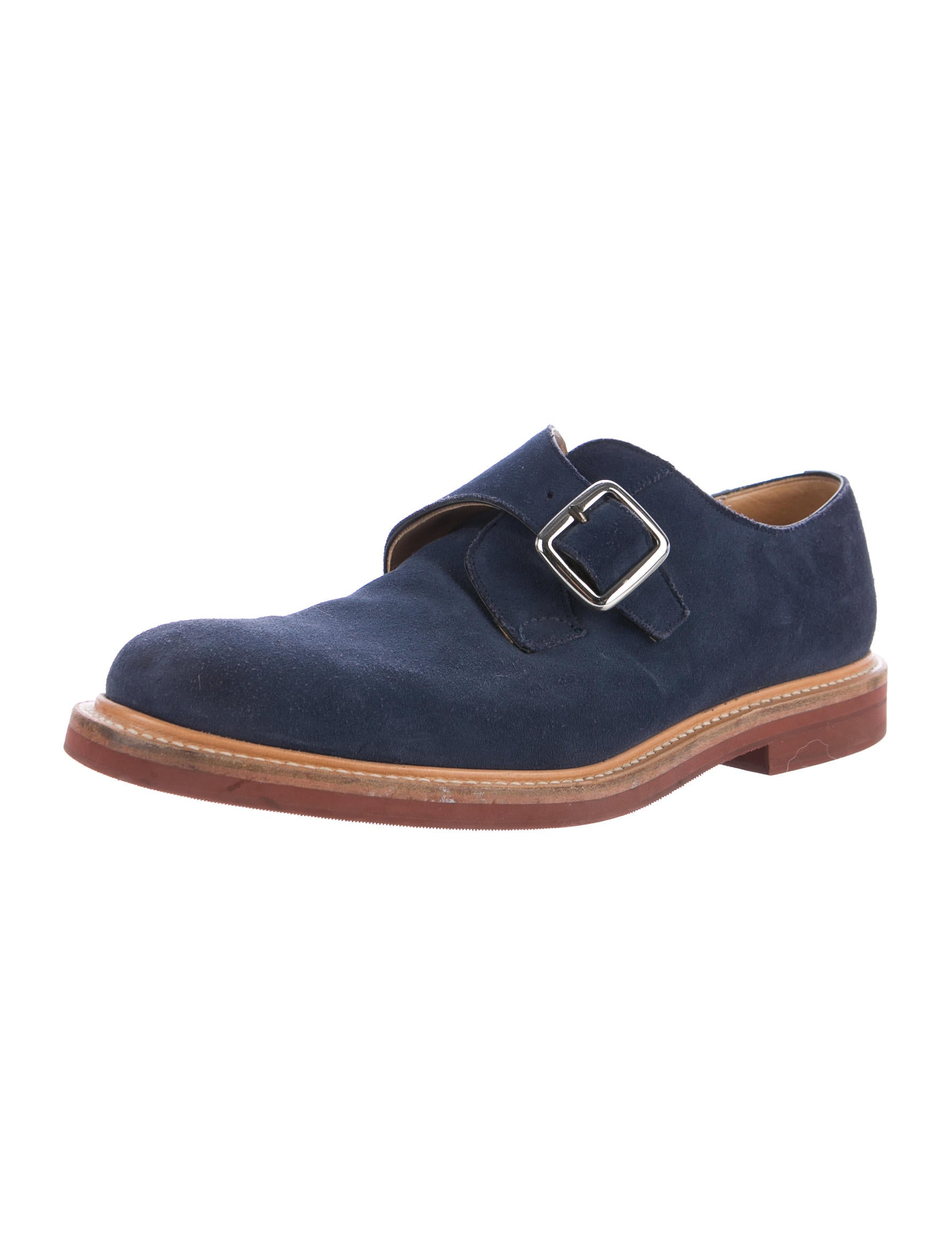 Opt for brown, black or oxblood double monk strap shoes with jeans that are dark. Play around with suede and/or tan monk strap shoes when wearing pale pieces. Experiment when wearing a simple top and jeans by trying blue, grey or patterned versions.
