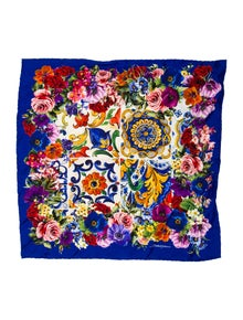 00f29e913a11 Dolce   Gabbana Scarves and Shawls