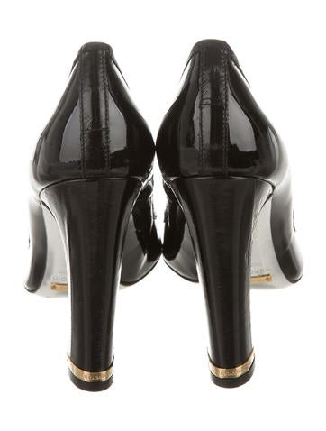 Eel Skin-Accented Bow Pumps