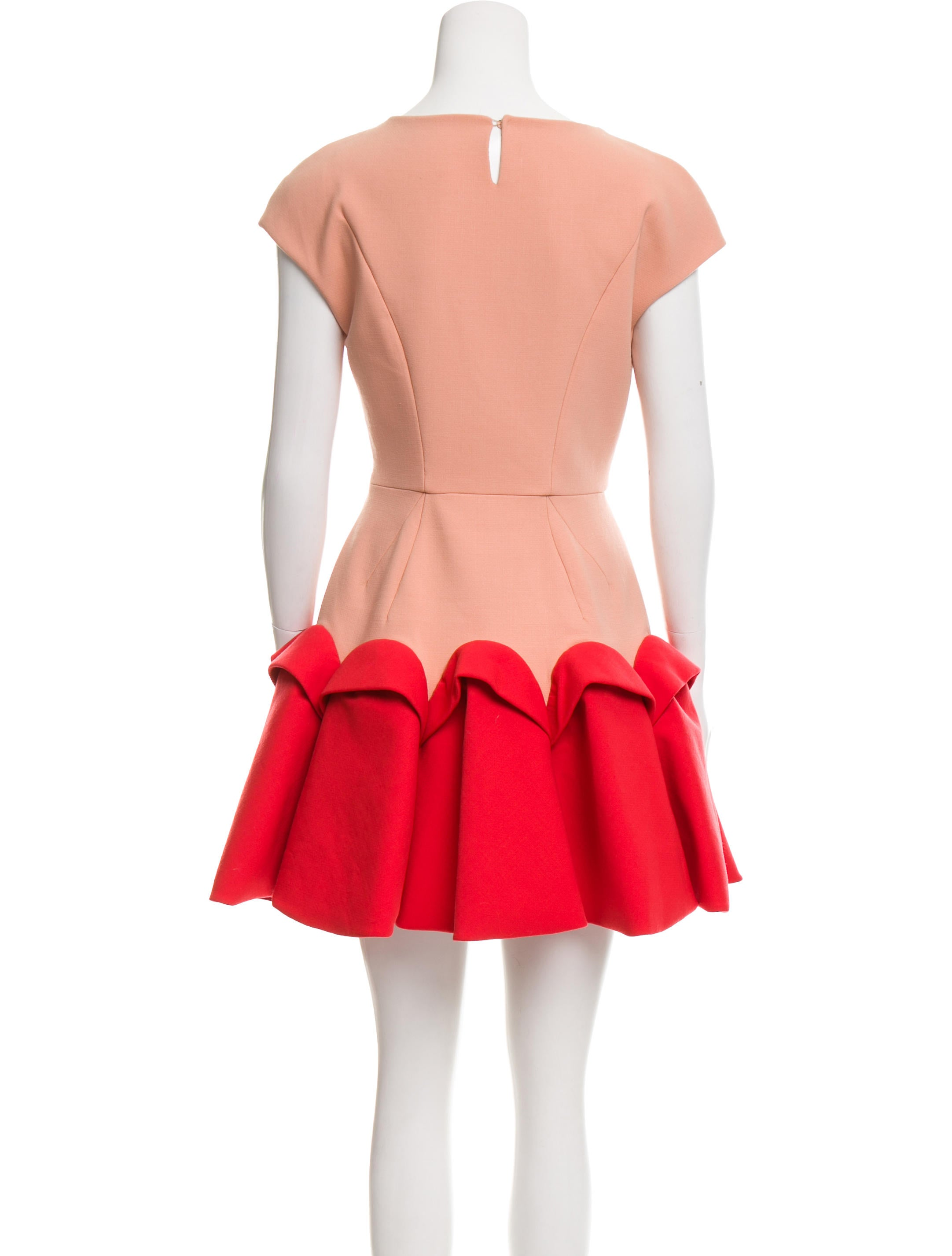 A colorblock dress offers brilliant styles for everyone. Girls options bring beauty to playtime, Juniors pieces prove perfect for every day, and womenís clothes create looks that impress. Find these and other colorblock accessories at Macyís.