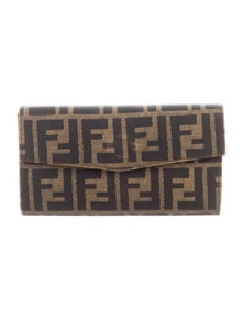 610f6ba454a3 Leather Card Holder.  195.00 · Fendi