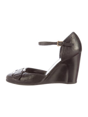 Fendi Leather Buckle-Accented Wedges None