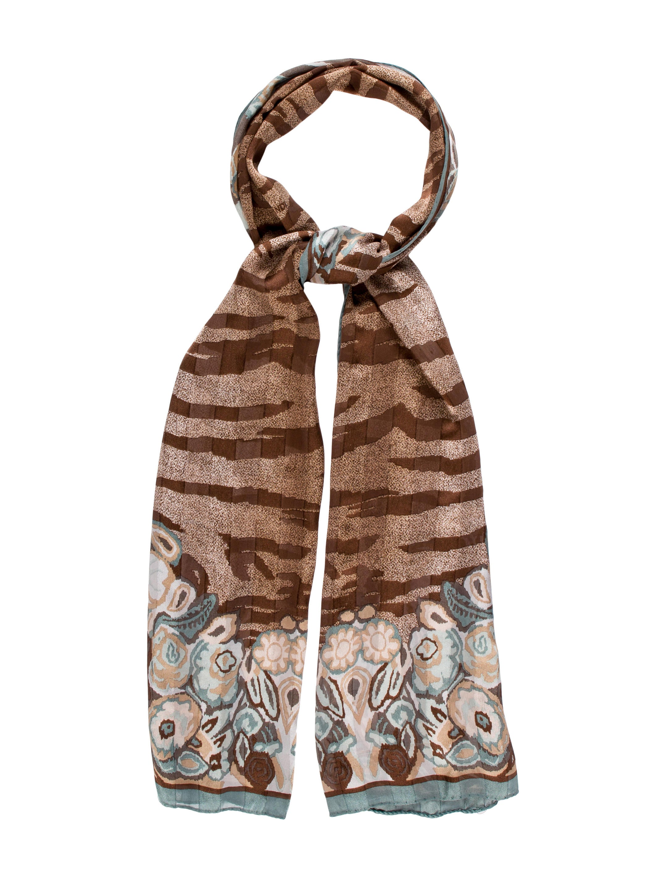 Printed silk scarves in a perfect size to style at the neck in classic prints that transcend seasons and work with every outfit. Silk habutai with a subtle sheen and hand-rolled edges. 20