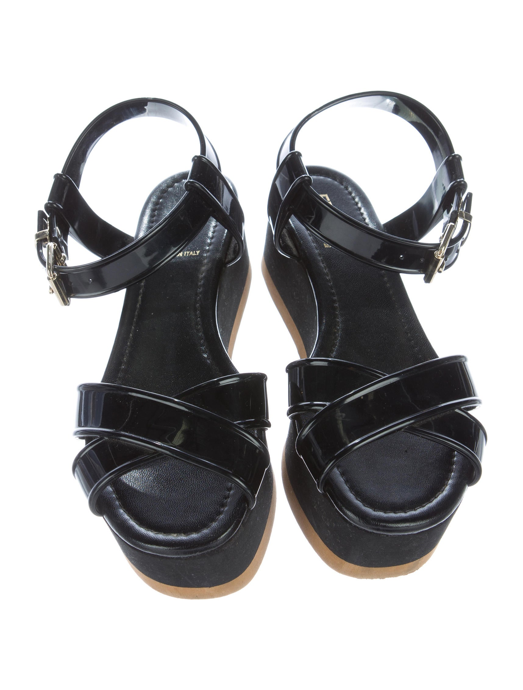 Shop Rainbow® Sandals comfortable and classy sandals in leather, rubber & hemp. They come in stylish strappy sandals and traditional between the toe sandals.