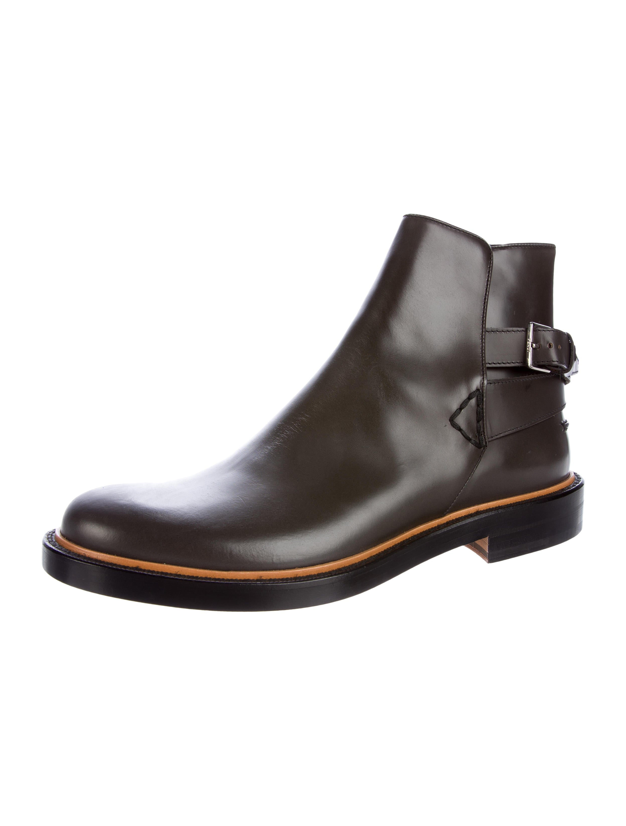 Jodhpur boots for women are worn by riders with jodhpur pants or with regular riding breeches. Jodhpur boots are a traditionally styled pull-on boot usually made of leather or patent leather. Jodhpur boots feature a ridged non-slip sole with a heel that will stop .