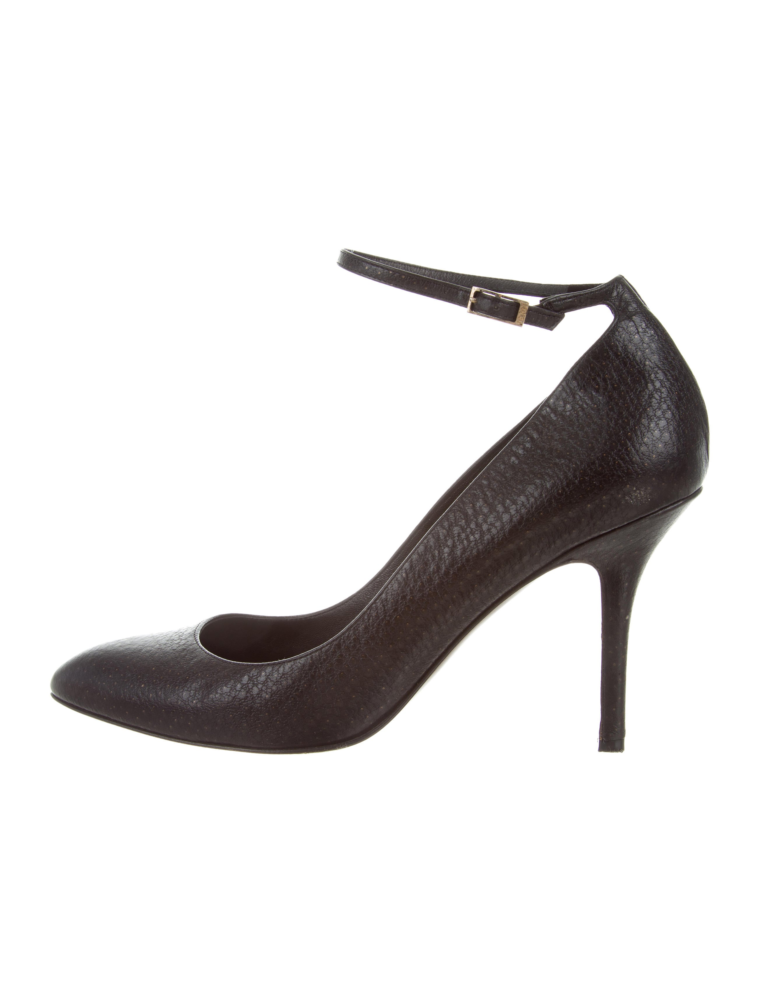 2745409db7 Fendi Leather Pointed-Toe Pumps - Shoes - FEN61914 | The RealReal