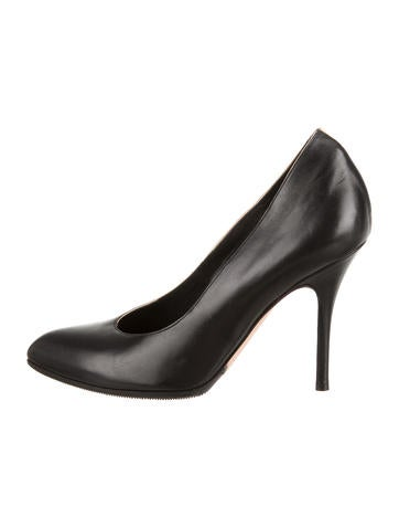 Semi Pointed-Toe Leather Pumps