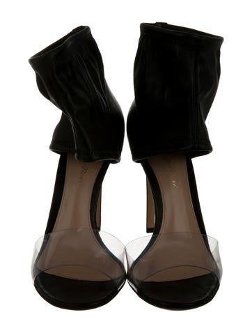 Round-Toe Leather Sandals