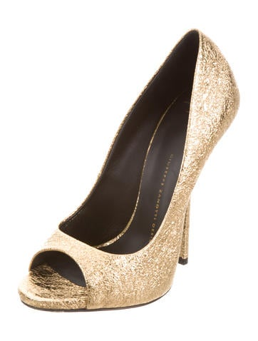 Crackle Metallic Pumps
