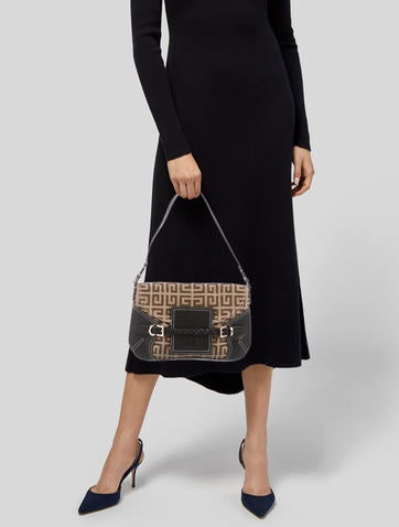 03cb5918d87 Givenchy Handbags   The RealReal