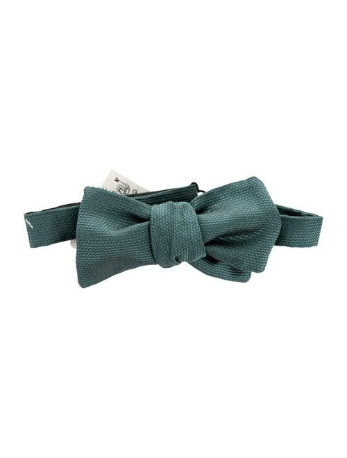 4f3bf55b4 Gucci Supreme Silk Bow Tie w/ Tags - Suiting Accessories - GUC113919 ...