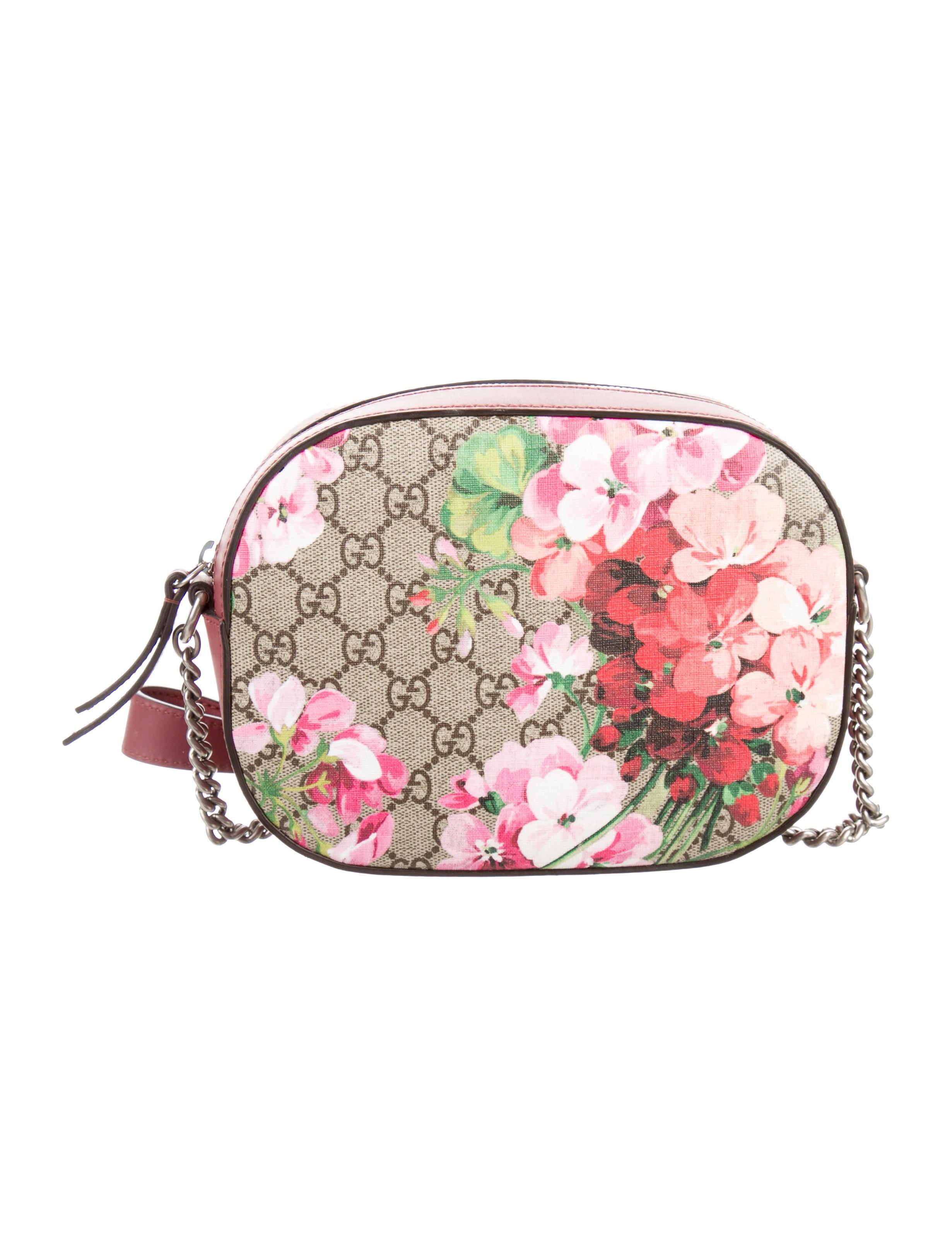 78b8815c071 Gucci Blooms GG Supreme Mini Chain Bag - Handbags - GUC117083