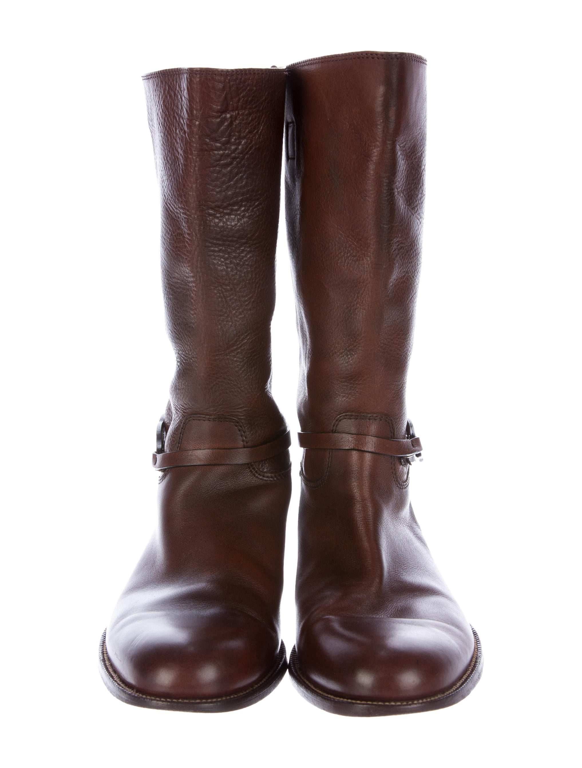 Womens Riding Boots We have a giant assortment of women's riding boots for the horseback riding and fashion enthusiast. Riding boots come up high enough to protect the rider's leg from the saddle, and they have a distinct heel and protected toe.