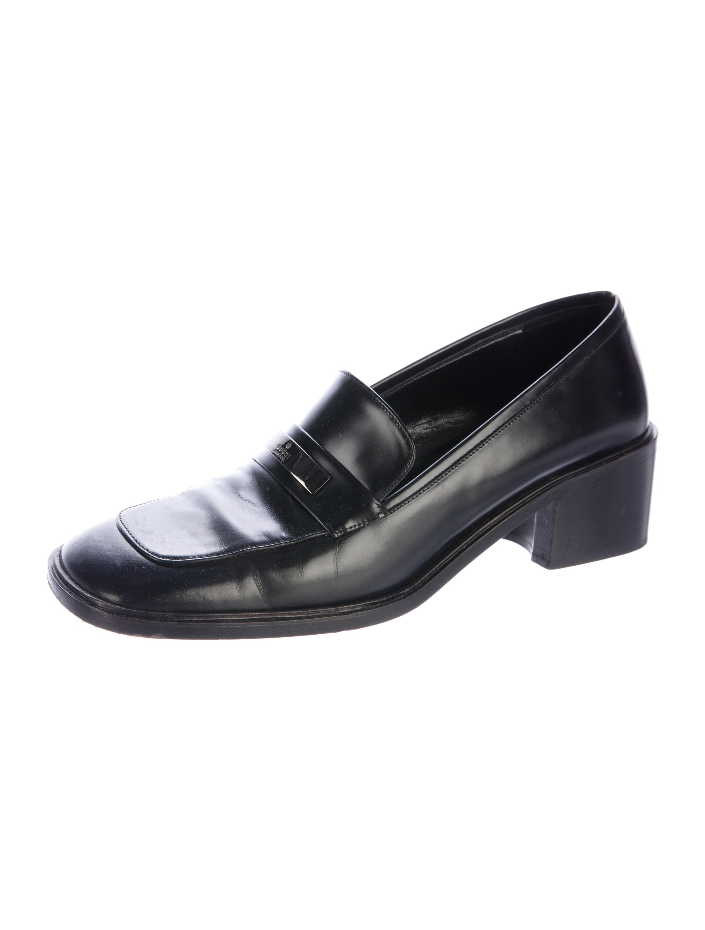 A dress shoe (U.S. English) is a shoe to be worn at smart casual or more formal events. A dress shoe is typically contrasted to an athletic shoe. Dress shoes are worn by many as their standard daily shoes, and are widely used in dance, for parties, and for special occasions.