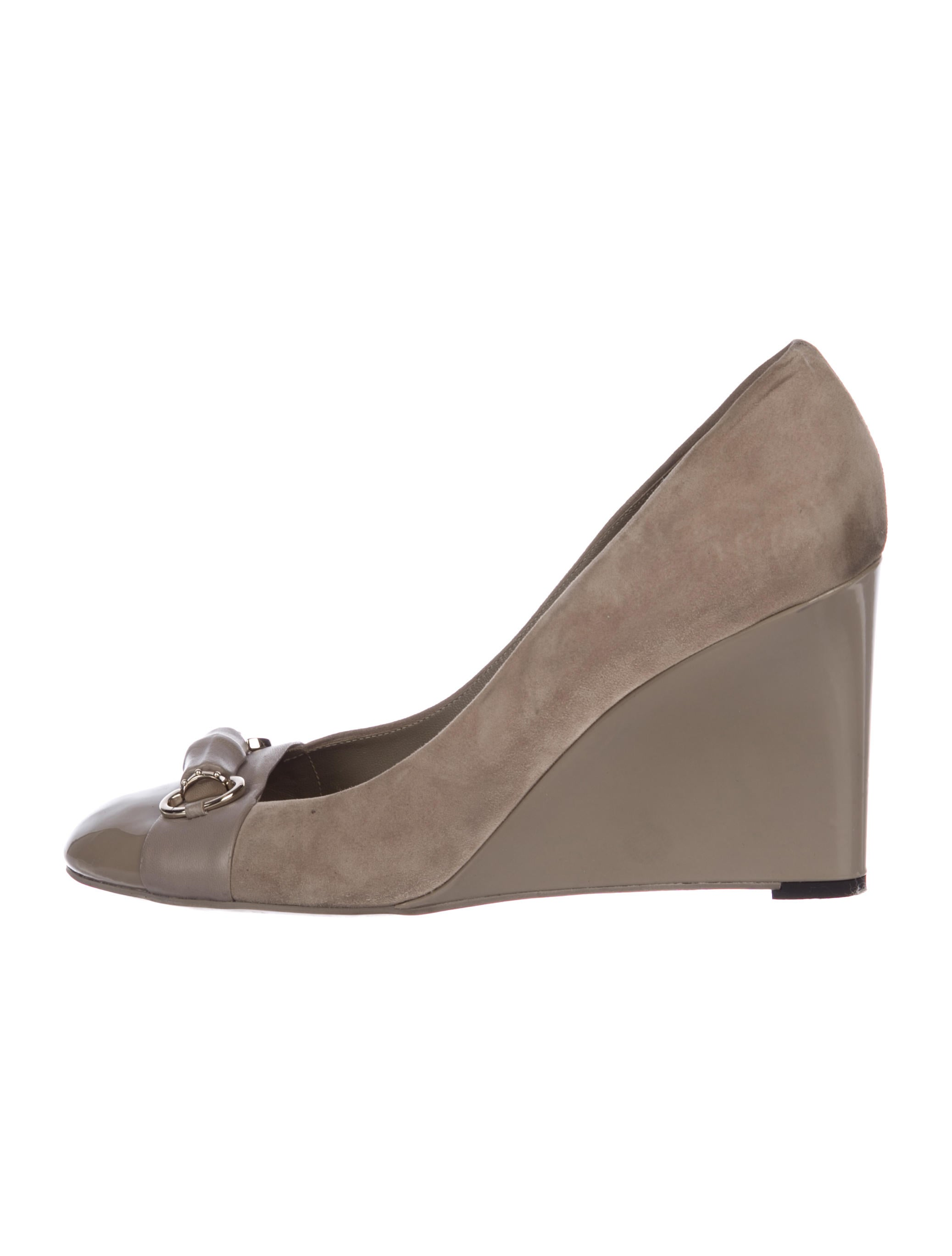 3ddb13292789 Gucci Horsebit Suede Wedges - Shoes - GUC220326