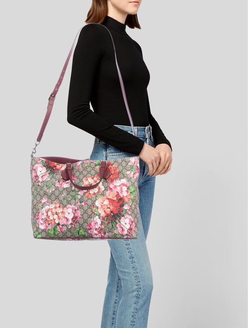 669d9919d7fd3e Gucci Soft GG Supreme Blooms Tote - Handbags - GUC221707 | The RealReal