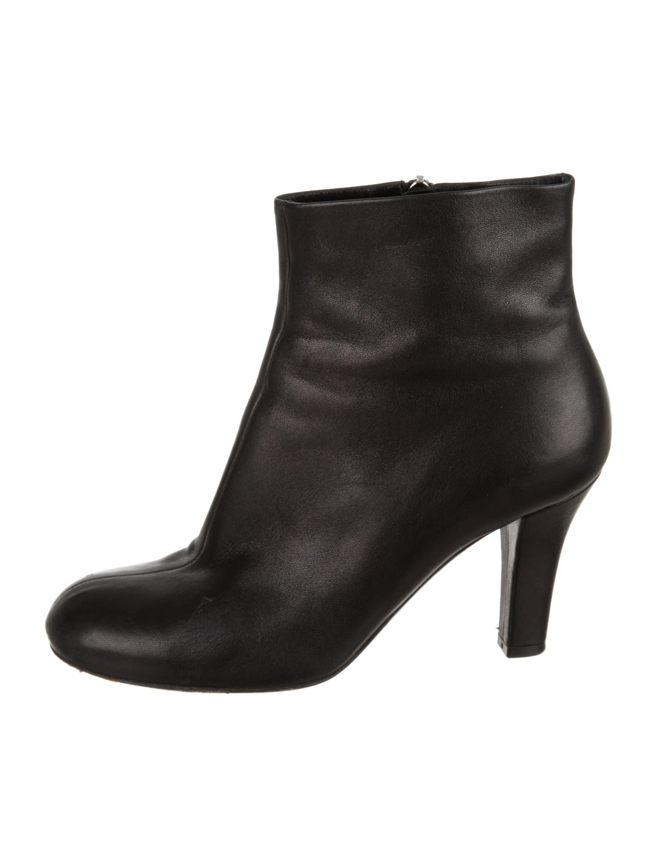 8049ae0cd Gucci Leather Round-Toe Boots - Shoes - GUC236140 | The RealReal