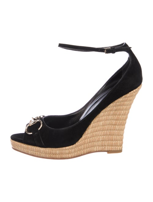 0dff4f59f901 Gucci Horsebit Suede Wedges - Shoes - GUC280033