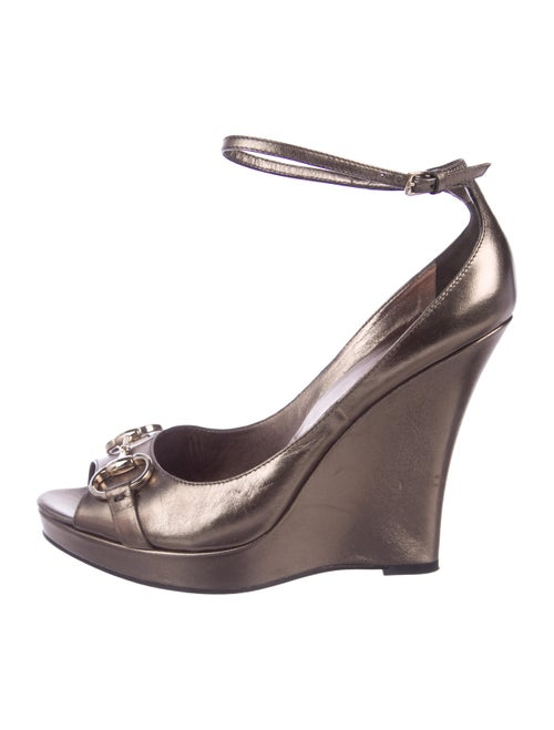 84624f111e9c98 Gucci Metallic Horsebit Wedge Sandals - Shoes - GUC296255