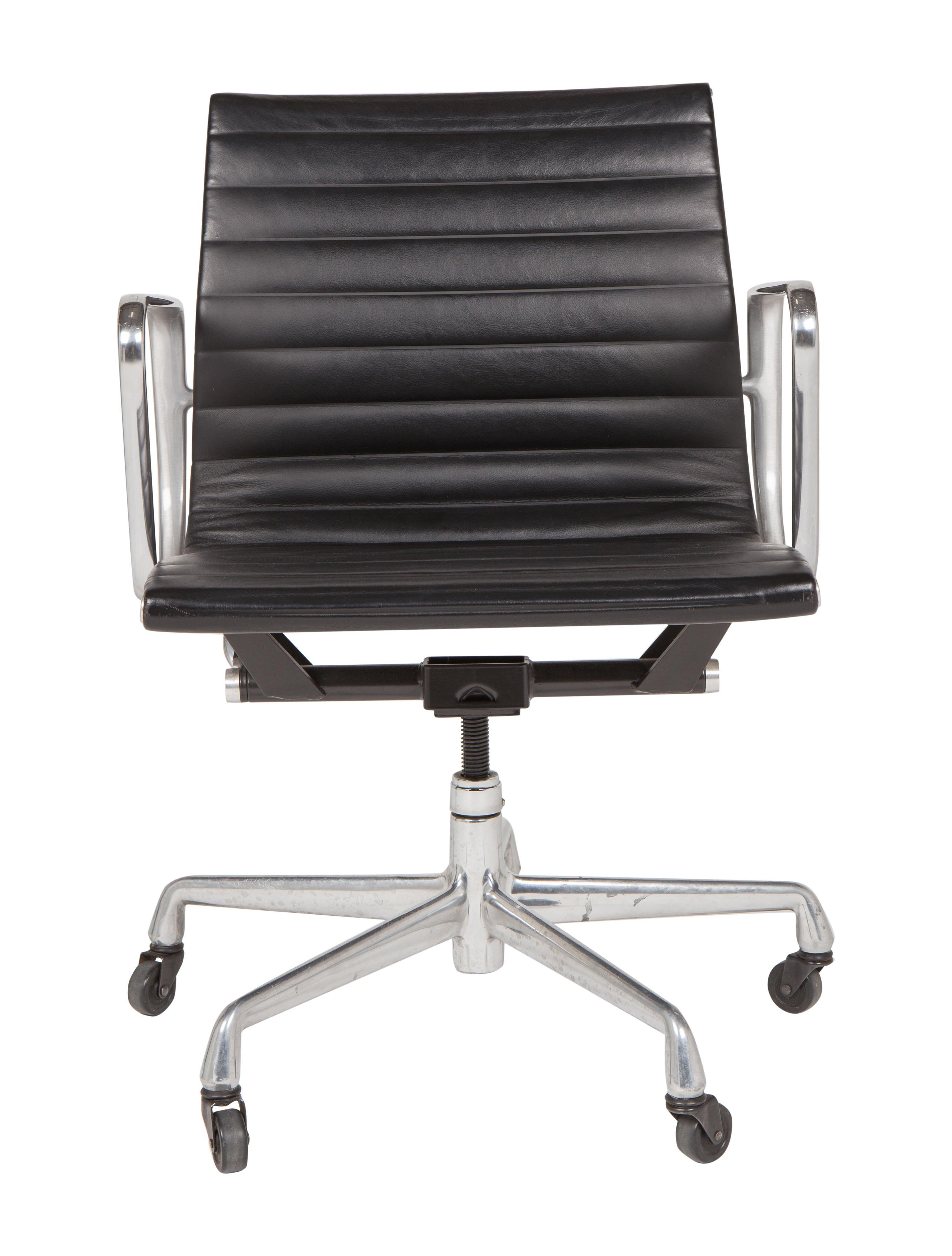 Eames Aluminum Management Chair