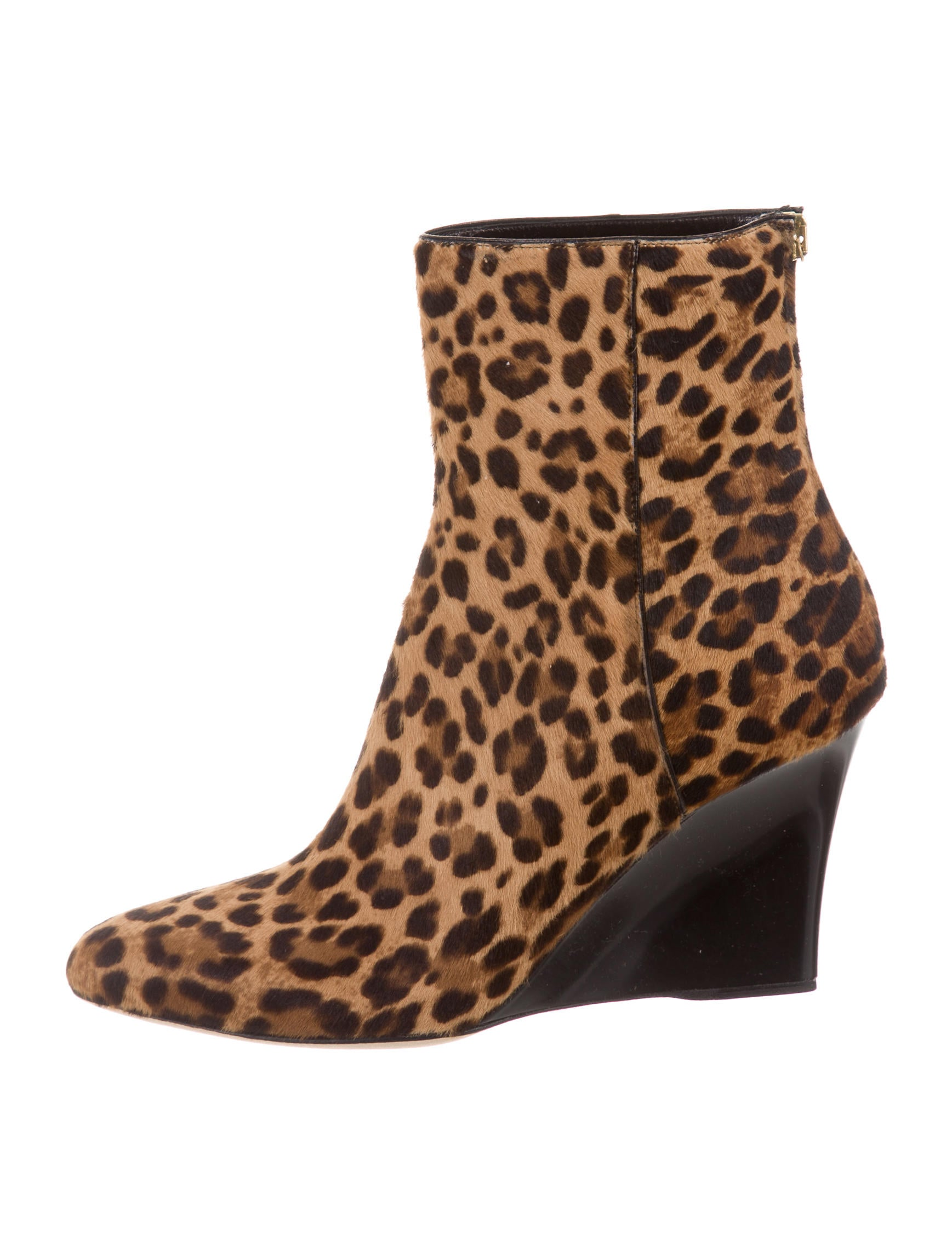 Features- Leopard Style Wedge Heel with a platform can not only give leg-lengthening appeal but also keep feet comfortable and relaxed while walking.