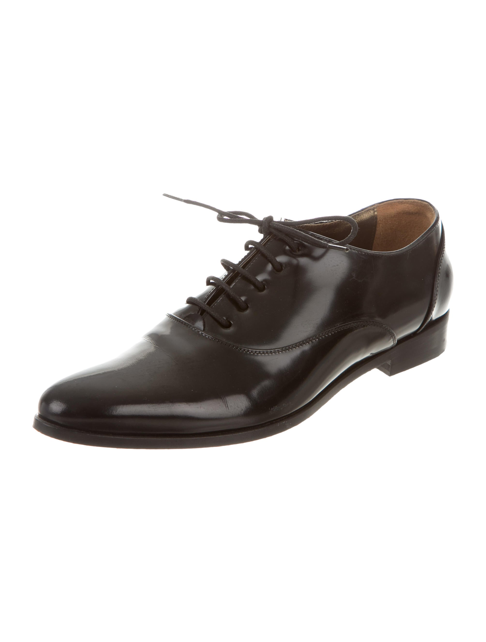 Shop Dune London's collection of men's formal shoes for those important occasions or for a workwear staple. Opt for timeless simplicity with an attention to detail. Step into Winter and smarten up a classic with double buckle monk shoes and formal lace up styles. If you want something more classic.