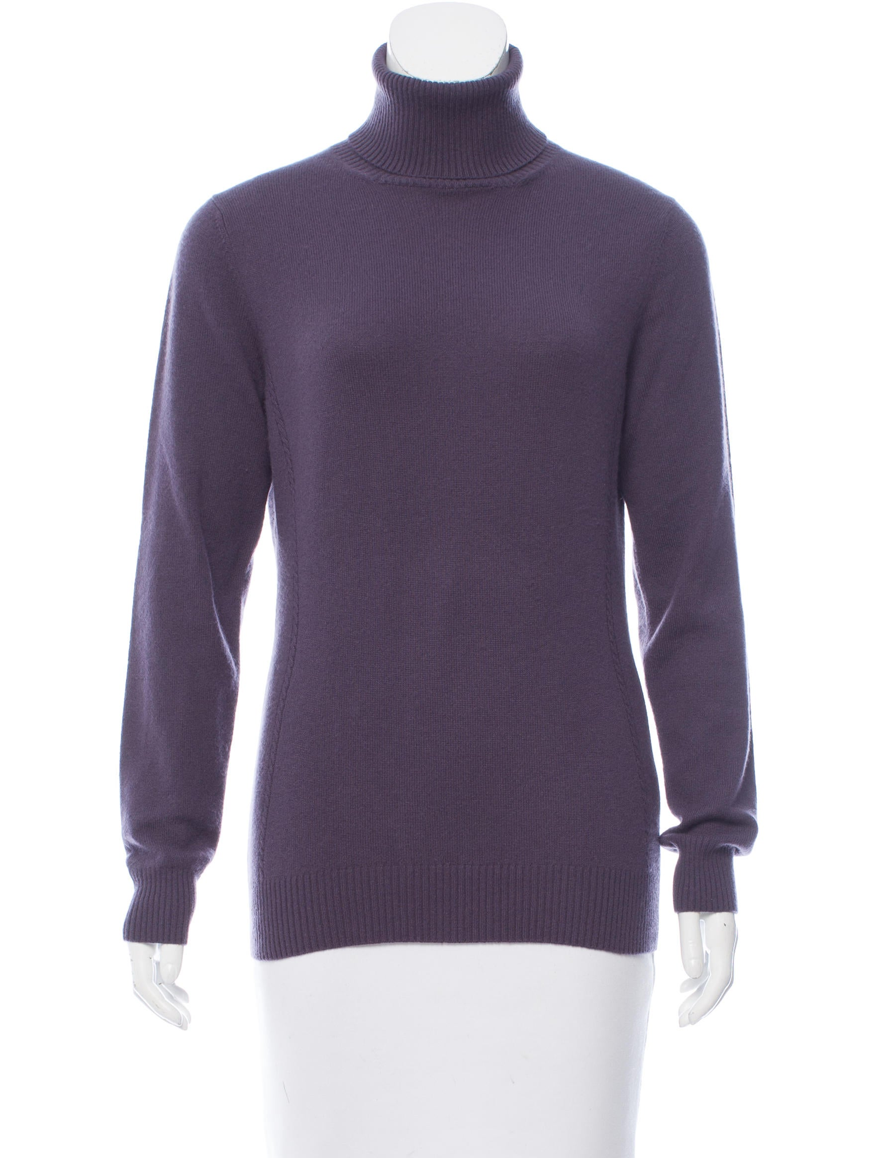 A Gap turtleneck is comfortable, warm and fashion forward. Our turtleneck styles are always popular and our selection includes a variety of styles including button-ups, cowl necks, zip-ups and more. Enjoy cozy turtleneck fashions in cotton, wool, cashmere, knit and more.