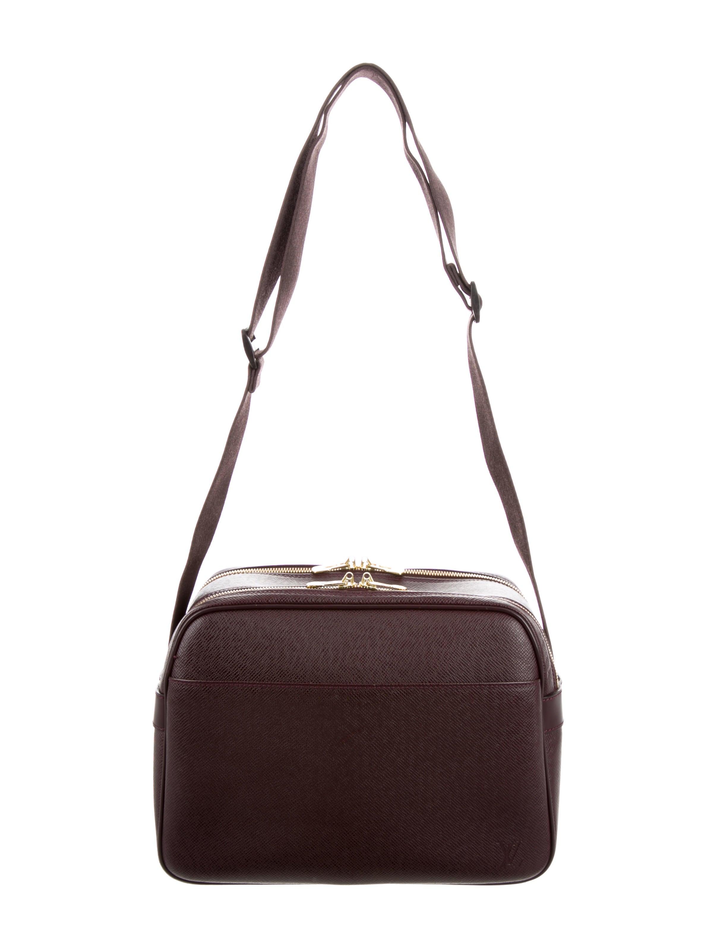 d89c2afddc8 Louis Vuitton Taiga Reporter PM - Bags - LOU101451